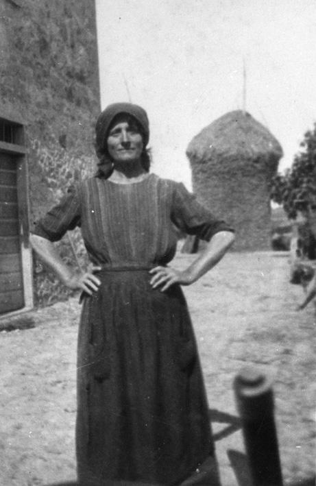 La storia delle donne dal primo dopoguerra alla promulgazione della Repubblica. La difficoltà di diventare cittadine: il lavoro, la famiglia, lo spazio sociale.